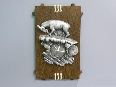 Настенные часы Козерог